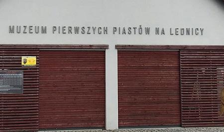 Szlakiem piastowskim.