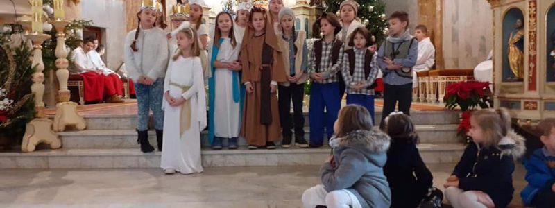 Klasa 2a z Jasełkami w Parafii św. Macieja w Andrychowie